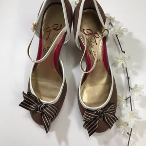 Poetic license brown single strap heels 7.5